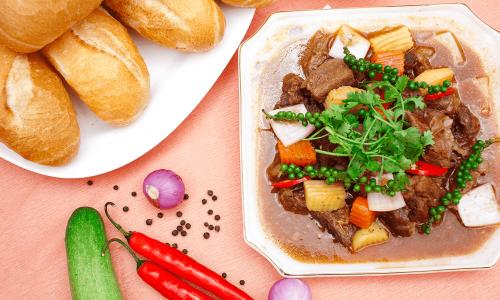 Cách nấu bò sốt vang ăn bánh mì  ngon đúng điệu cho gia đình ngày cuối tuần